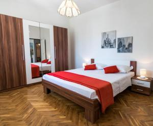 A bed or beds in a room at Apartment Dunja
