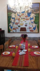 Un restaurante o sitio para comer en Hotel Casa Catalina