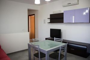 A television and/or entertainment center at Case Vacanza Torre Lupa
