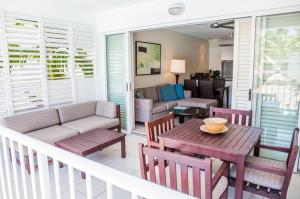 A seating area at 3123 BEACH CLUB PARADISE