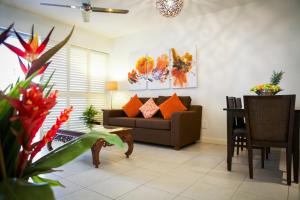 A seating area at 5313 BEACH CLUB CORAL SUITE