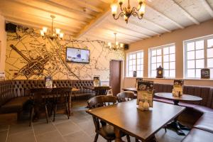 A restaurant or other place to eat at White Lion Royal Hotel