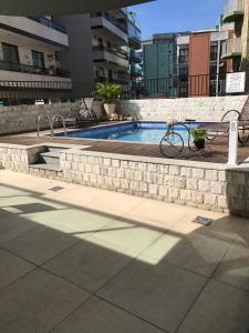 A piscina localizada em Pousada Mariá ou nos arredores