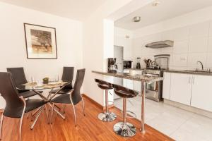 A kitchen or kitchenette at Lima Walking Apartments - Miraflores