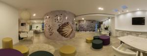 The lobby or reception area at Globetrotter Hostel