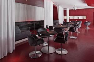 A kitchen or kitchenette at Hotel Q! Berlin