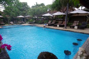 The swimming pool at or near Tirta Sari Bungalow