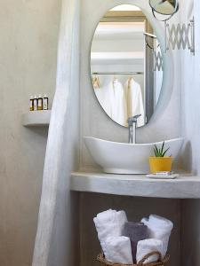 A bathroom at Lithos Luxury Rooms (Adults Only)