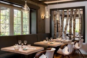 مطعم أو مكان آخر لتناول الطعام في Hostellerie La Cheneaudière & Spa