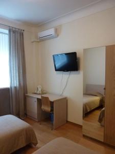 Телевизор и/или развлекательный центр в Русские Апартаменты на Зубовском
