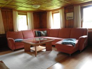 Ein Sitzbereich in der Unterkunft Ferienhaus Kathrili Gaschurn