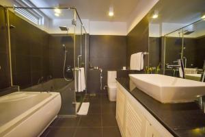 Ванная комната в Coral Rock by Bansei