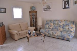 A seating area at Villa Sereine