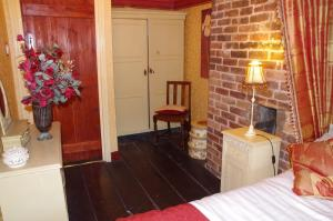 A bed or beds in a room at Marthas Cottage