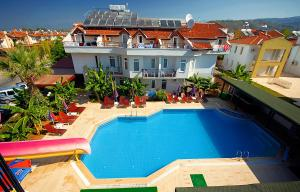 A view of the pool at Melek Apart Hotel or nearby