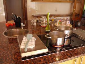 A kitchen or kitchenette at The Loft by Ski Bike & Hike Hospitality