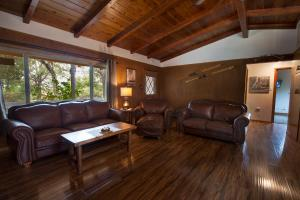 A seating area at Frontiersman - 3BR/2BA Home