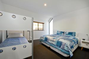 A bed or beds in a room at Margaret River Bungalows