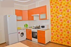 A kitchen or kitchenette at Apartments on 100 Akan Seri