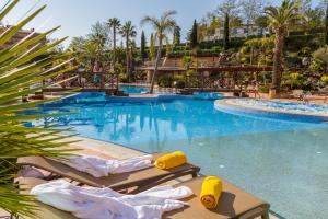 The swimming pool at or near Golden Bahía de Tossa & Spa 4* Sup.