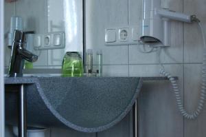 Ein Badezimmer in der Unterkunft Gasthof Linden & Wildkräuterhotel