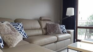 A seating area at Lake Apartment