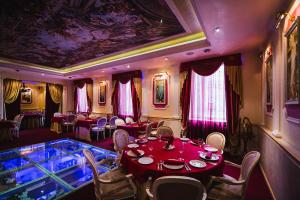 A restaurant or other place to eat at Boutique Hotel Renaissance