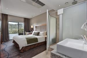 A bed or beds in a room at Protea Hotel by Marriott Clarens