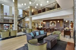 The lounge or bar area at Protea Hotel by Marriott Clarens