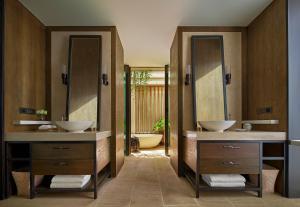 A bathroom at Rosewood Phuket