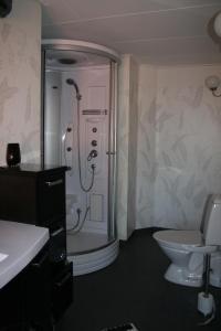 A bathroom at Villa Gräsdalen