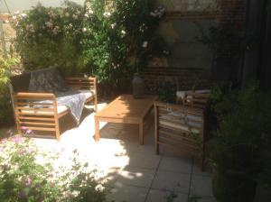 A porch or other outdoor area at Au Fond du Jardin Maison d'hôtes