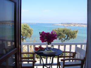 Un balcon sau o terasă la Roussos Beach Hotel