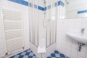 A bathroom at Jugendgästehaus Hauptbahnhof