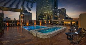 The swimming pool at or near Galeria Plaza Reforma