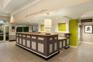 The lobby or reception area at Hilton Garden Inn Springfield, MA