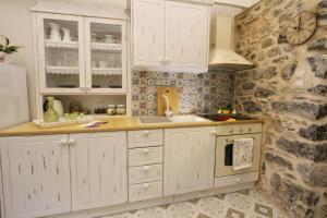 A kitchen or kitchenette at Mesta Mastic