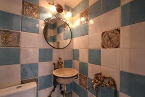 A bathroom at Mesta Mastic