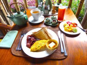 Breakfast options available to guests at Puri Dajuma Villas