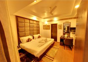 A bed or beds in a room at Hotel Royale Ambience