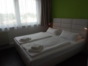 Ein Bett oder Betten in einem Zimmer der Unterkunft Hotel Citymaxx