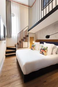 Ein Bett oder Betten in einem Zimmer der Unterkunft One Shot Tabakalera House