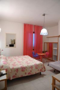 A bed or beds in a room at Hotel Il Falchetto