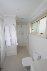 A bathroom at Port's Hidden Gem