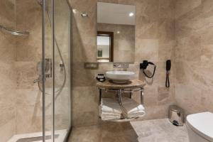 A bathroom at Endless Art Hotel-Special Category