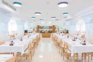 Un restaurante o sitio para comer en Hotel Vista Park