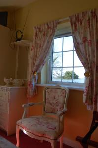 A seating area at Findus House, Farmhouse Bed & Breakfast