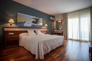 A bed or beds in a room at Hotel Piedra Paloma