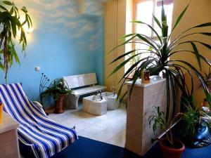 Ein Sitzbereich in der Unterkunft Pension Torgau - Zimmer 5