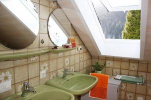 Ein Badezimmer in der Unterkunft Haus Margot Armbruster